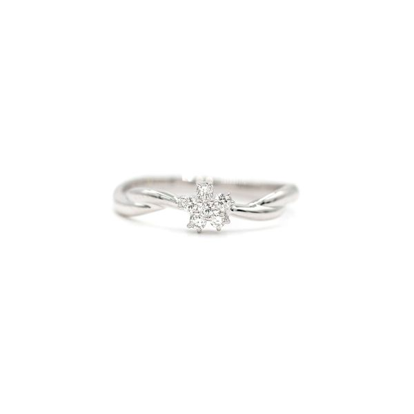 Elegant Flower Ring with Natural Diamond - Platinum