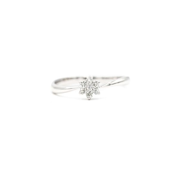 Elegant Flower Ring with Natural Diamond in Platinum